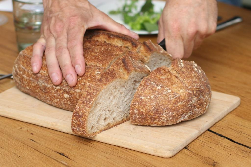 sourdough_slicing